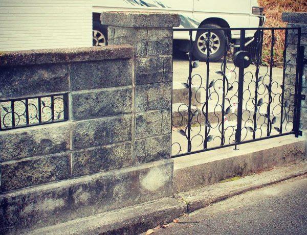 ロートアイアン門扉と格子設置写真