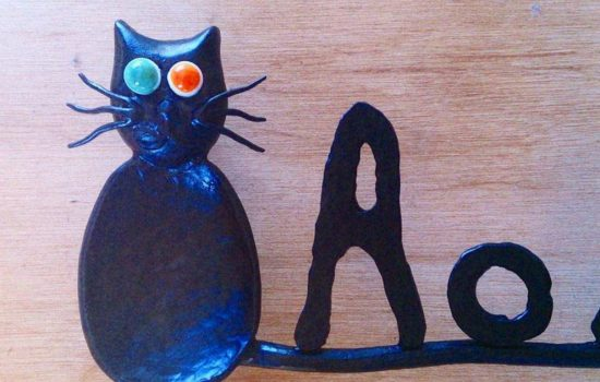 猫とネズミのアイアン表札の猫のアップ