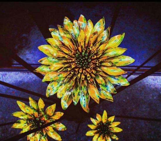 ロートアイアンオブジェ閃光の向日葵部分3つのアップ