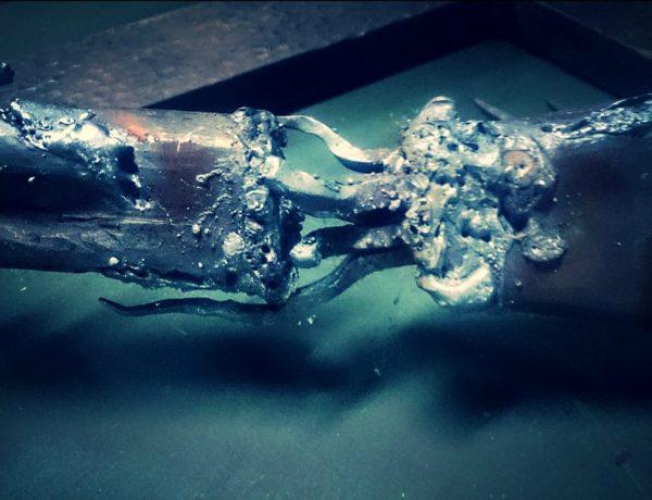 アイアンオブジェ製作風景溶けた鉄の写真