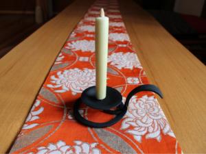 自在鋼房の燭台と大森和蠟燭屋の和蠟燭