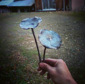 ロートアイアン蓮の葉の製作風景