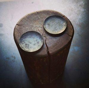 キャンドルを置くロートアイアン製のお皿