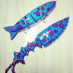 青いカスタムナイフと青いビッグベイト