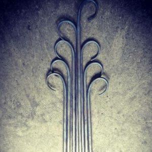 鉄製窓枠の一部