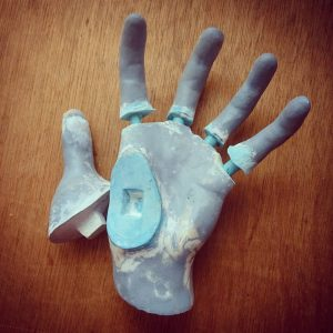 手の造形オブジェの分解